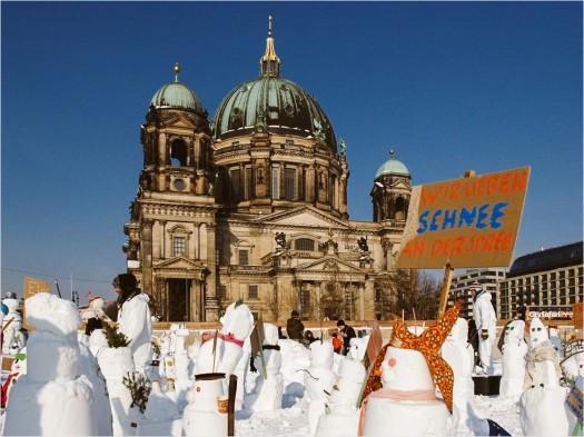 Schneemänner vor Berliner Dom
