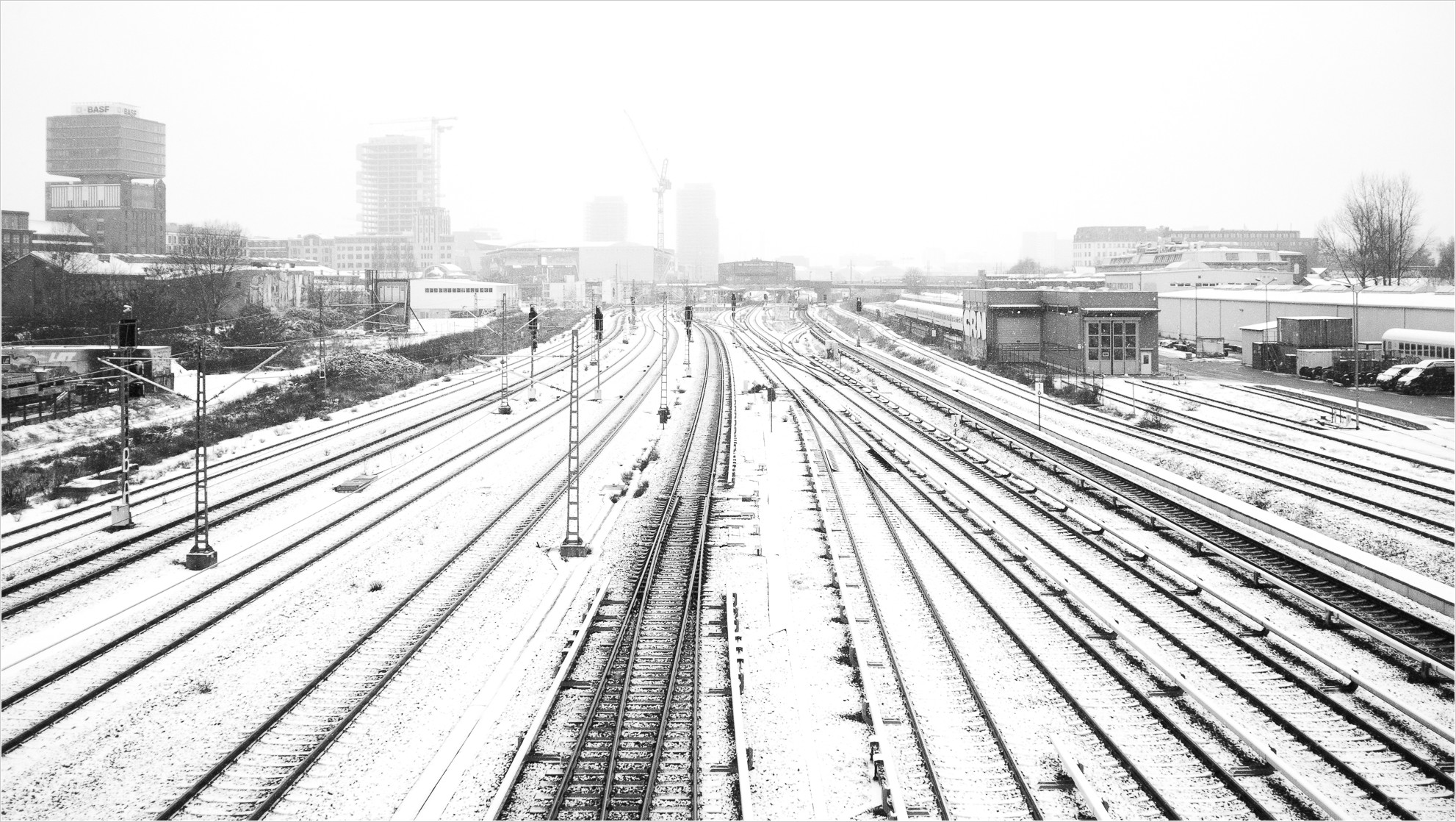 Schienen in Richtung Berlin, Bahnhof Warschauer Strasse