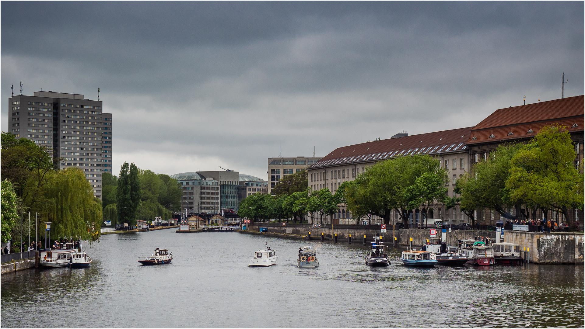 Alte Dampfboote auf der Spree Nähe Jannowitzbrücke