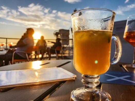 Cocktail in der Abendsonne