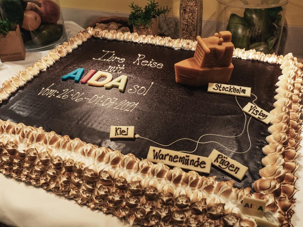Kuchen mit aufgemalter Tour der AIDAsol
