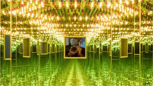 Guckloch mit Lichtern und Spiegeln