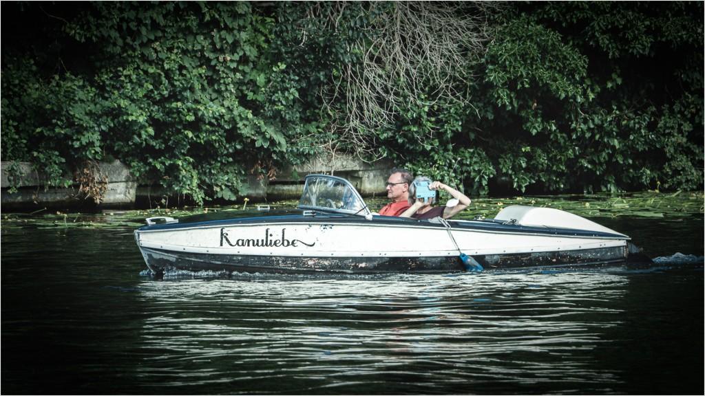 Ein Elektroboot auf der Spree